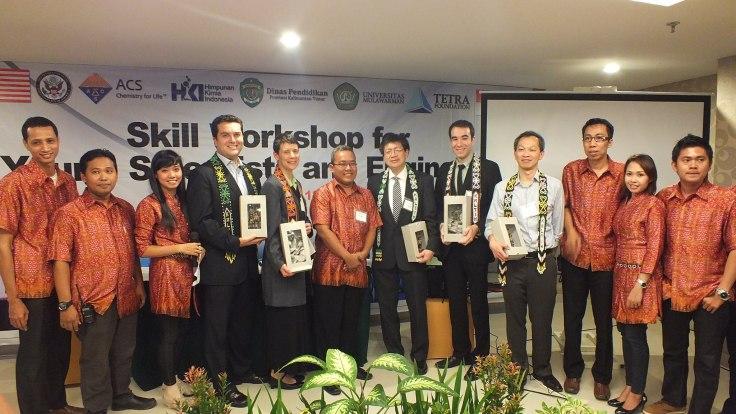 Pembicara dari ACS beserta Panitia dari HKI dan Yayasan Tetra poto bareng.