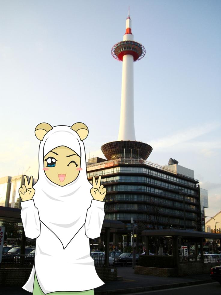 Aishya Aziza Yusuf | Background: Menara Kyoto di Stasiun Kyoto
