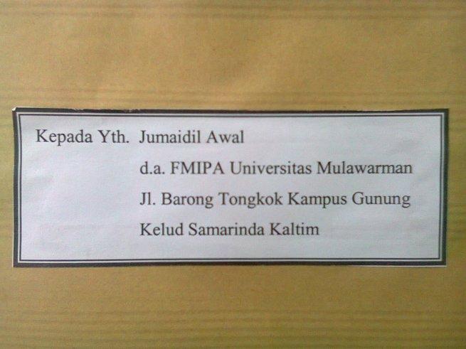 Dari panitia sebuah simposium internasional di universitas negeri bergengsi macam UGM untuk seorang mahasiswa S1 yang belum lulus-lulus juga setelah hampir 7 tahun kuliah di universitas negeri sekelas Unmul.